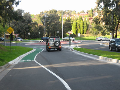 Vehicle roundabout traffic planning and management